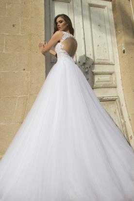 שמלת כלה עם גב חשוף וחצאית טול נפוח
