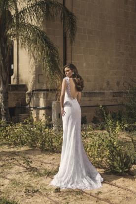 שמלת כלה מקסי מתחרה עם גב חשוף