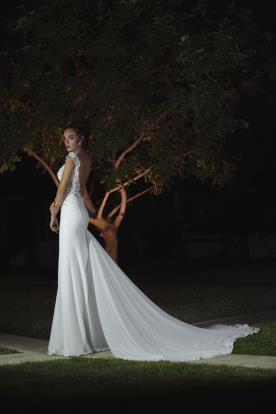 שמל כלה עם שובל ארוך ממשי