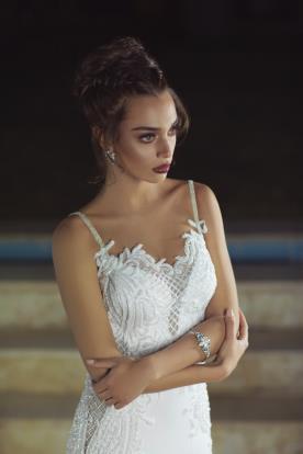 שמלת כלה עם כתפיות נוצצות
