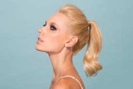 עיצוב שיער ואיפור למראה חושני