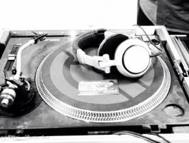 תקליטן - ליאור שחר - מוזיקה ללא הפסקה