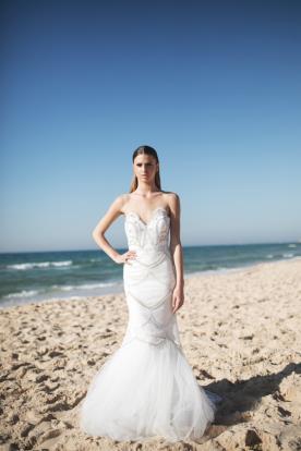 שמלת כלה גזרת בת ים עם מחשוף לב