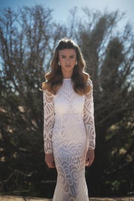 שמלת כלה לבנה עם דוגמא