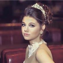 אלכסנדרה - מאפרת כלות