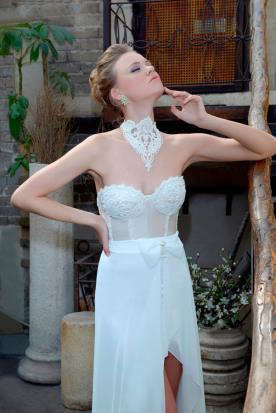 שמלת כלה סטרפלס עם קישוט