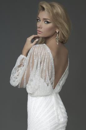 שמלת כלה חורפית זוהרת עם גב חשוף