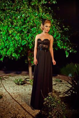 שמלת ערב אמפיר עם עיטורי תחרה