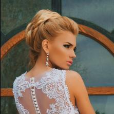 שמלת כלה עם כפתורים בגב