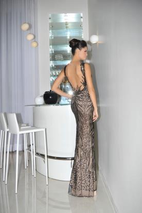 שמלת ערב זוהרת עם גב פתוח