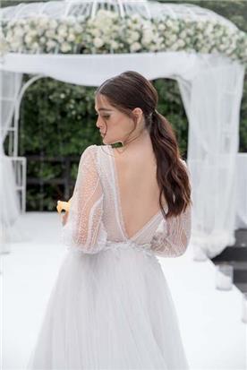 שמלה כלה עם מחשוף עמוק