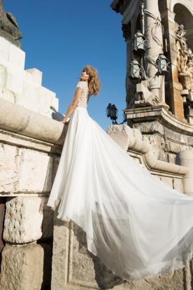 שמלת כלה עם שובל טול ארוך