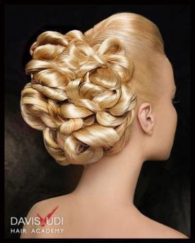 תסרוקת כלה: תסרוקת אסוף, תסרוקת לשיער חלק, שיער בלונדיני, איפור לעור בהיר - מתחתנים באנוצ'קה ספא