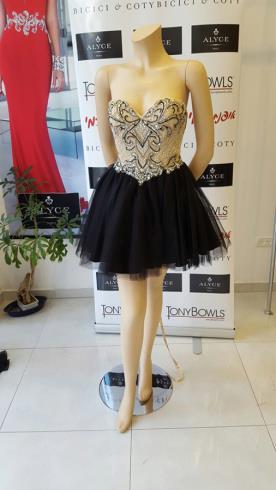 שמלת ערב סטרפלס עם טול