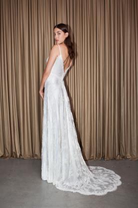 שמלת כלה מחשוף גב משולש