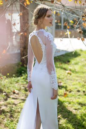 שמלת כלה חלון עגול בגב