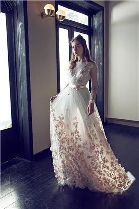 שמלת טול מעוטרת בפרחים