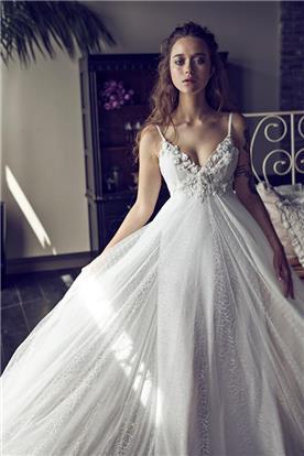 שמלת שיפון מעוטרת בפרחים בחלק העליון