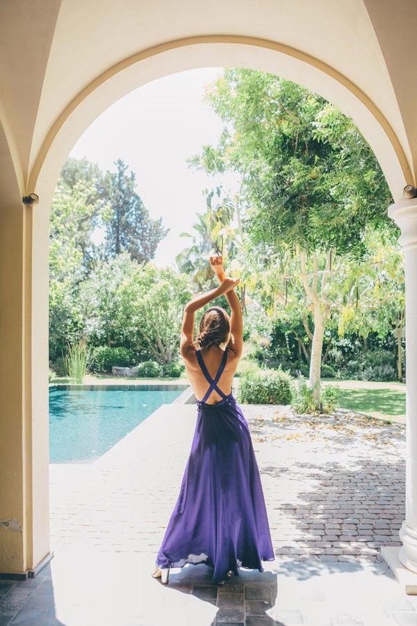 שמלה אלגנטית עם גב חשוף איקס