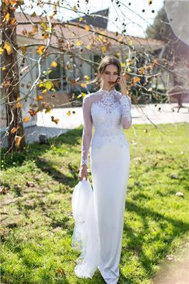 שמלה עדינה ואלגנטית עם שרוולים שקופים