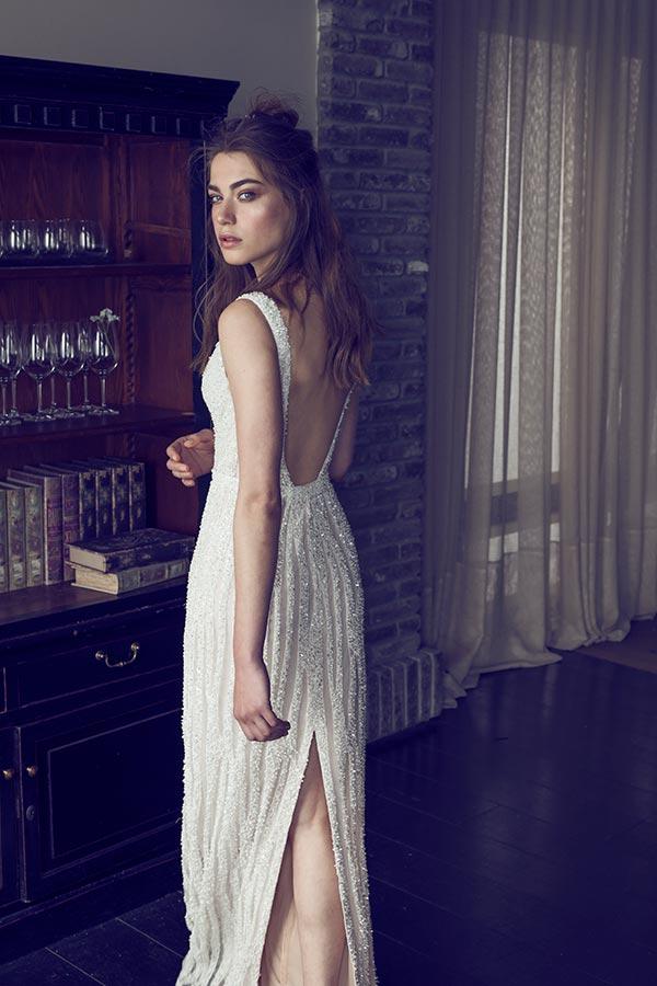 שמלת כלה עם שסע מאחור מעוטרת אבנים