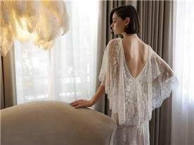 שמלת כלה: קולקציית 2019, שמלה בסגנון קלאסי, שמלה עם תחרה, שמלה עם גב חשוף, שמלה בצבע לבן - לומינרי שמלות כלה וערב