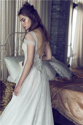 שמלת כלה משובצת אבנים