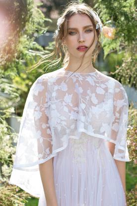 שמלת כלה עם עליונית אורגנזה פרחונית
