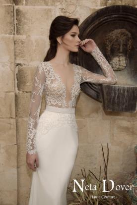 שמלת כלה מחשוף גזרה גבוהה