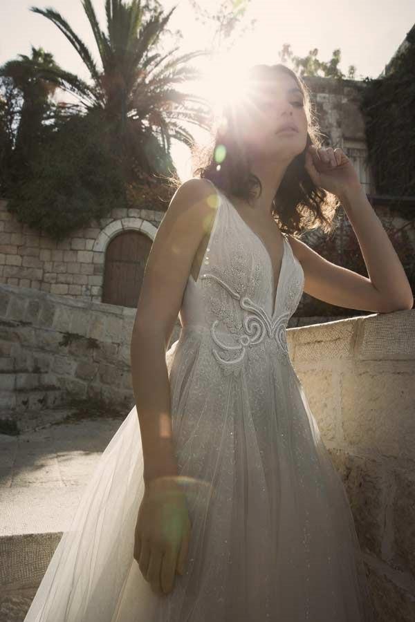 שמלת כלה עם אפליקציה רקומה