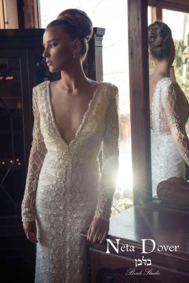 שמלת כלה נוצצת עם חרוזים