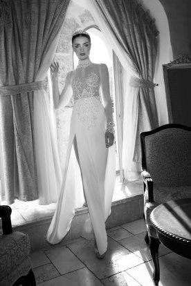 שמלת כלה עם צווארון ושסע
