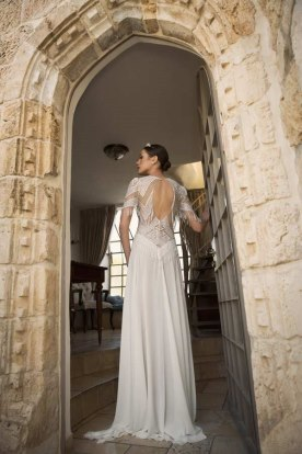 שמלת כלה מחשוף גב עגול