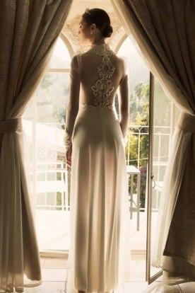 שמלת כלה עם אפליקציית תחרה בגב
