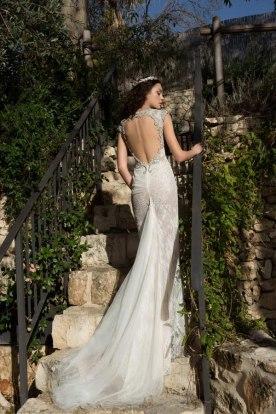 שמלת כלה מחשוף גב עגול גדול