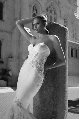 שמלת כלה הוט קוטור עם פרחים