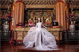 שמלת ערב: שמלה בסגנון קלאסי, שמלה עם תחרה, שמלה עם שובל, שמלה עם שרוולים, שמלה בצבע ורוד, קולקציית 2017 - רובי חושנגי