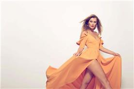 שמלת ערב: שמלה בצבע כתום, שמלה בסגנון רומנטי, שמלה עם תחרה, שמלה עם שסע, קולקציית 2017 - רובי חושנגי