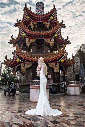 שמלת ערב: שמלה בסגנון רומנטי, שמלה עם תחרה, שמלה עם שרוולים, שמלה בצבע לבן, קולקציית 2017 - רובי חושנגי