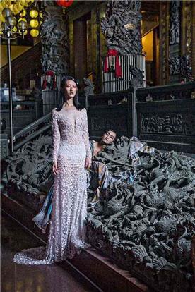שמלת ערב: שמלה בסגנון רומנטי, שמלה עם תחרה, שמלה עם מחשוף, שמלה עם שרוולים, שמלה בצבע ורוד, קולקציית 2017 - רובי חושנגי