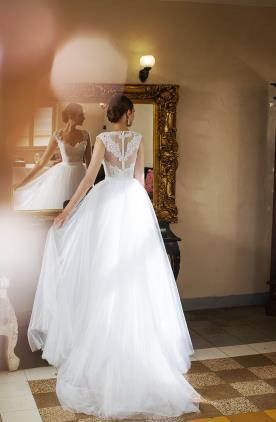שמלת כלה נסיכתית מטול ותחרה