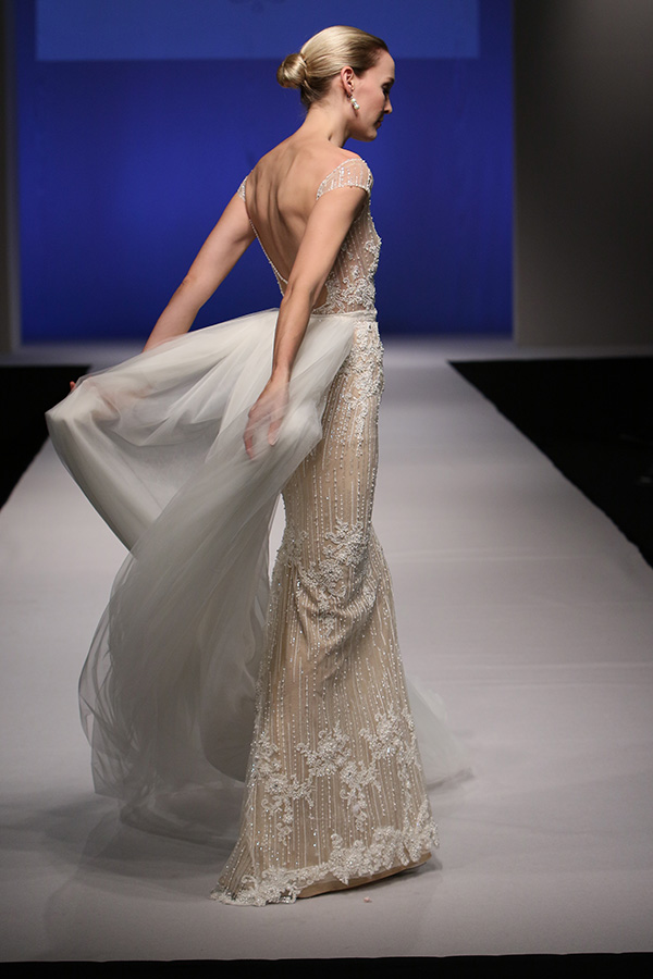 שמלת כלה עם שובל טול עשיר