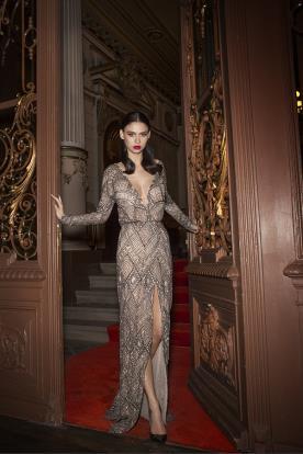 שמלת ערב מחורזת בקווים גאומטרים