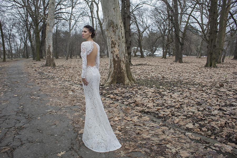 שמלת כלה מתחרה עשירה, עם גב חשוף