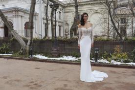 שמלת כלה צמודה בדגם דרופ שולדר