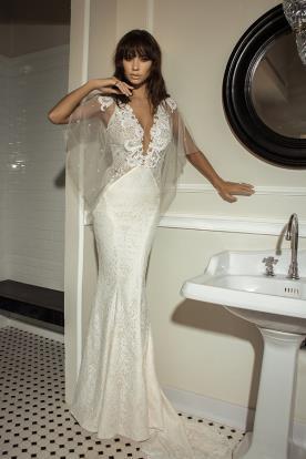 שמלת כלה עם עליונית ותחרה שקופה בצדדים