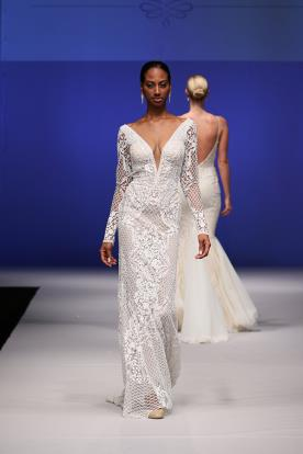 שמלת כלה מחשוף תחרה עשירה