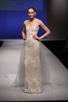 שמלת כלה בצבע קרם עם חרוזים לבנים