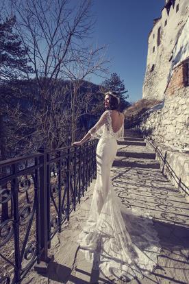 שמלת כלה עם גב חשוף ושרוול רשת משוחרר