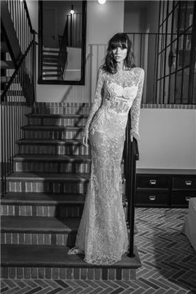 שמלת כלה: קולקציית 2016, שמלה בסגנון קלאסי, שמלה עם תחרה, שמלה עם מחשוף, שמלה בצבע לבן - shlomit azrad haute couture- שלומית אזרד